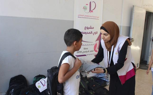 مشروع الحقيبة والزي المدرسي في عدد من المدارس..